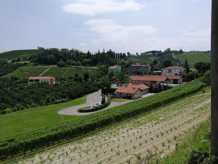 Panorama della cantina Giovanni Rosso a Serralunga d'Alba